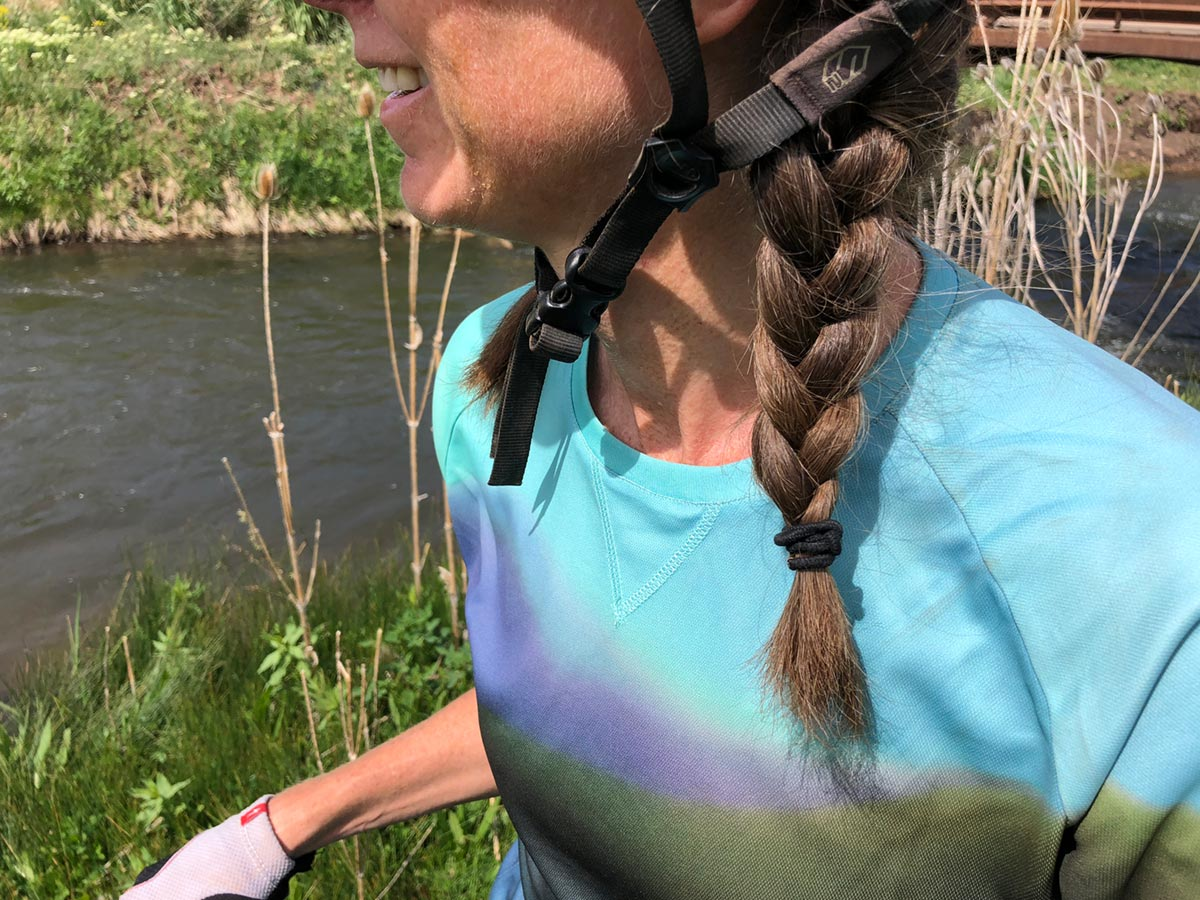 Neck detail - Bontrager Rhythm mountain bike jersey review