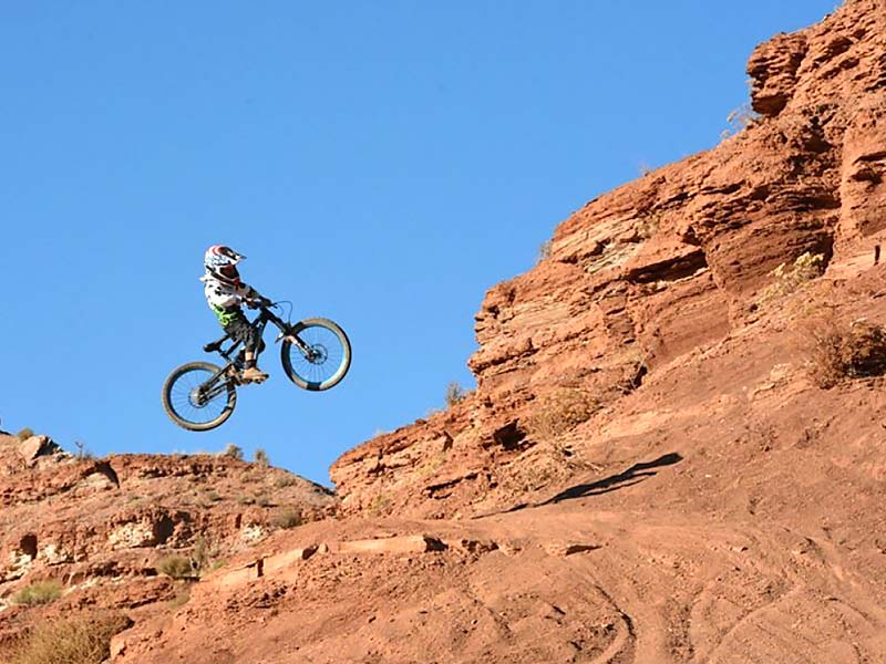 Grom freeride mountain biker