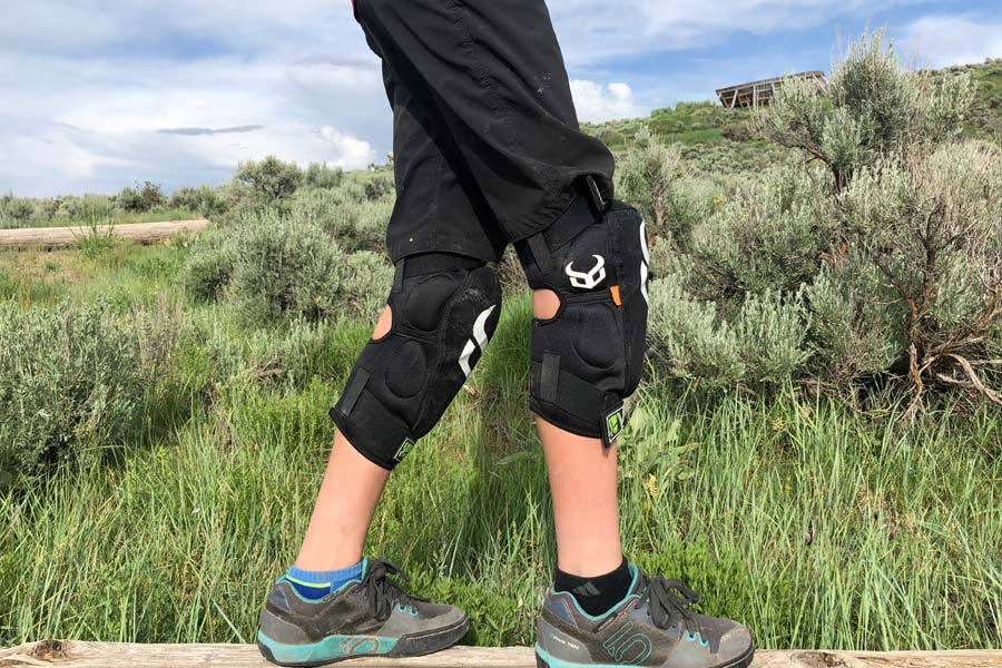 Best MTB knee pads for kids - side view