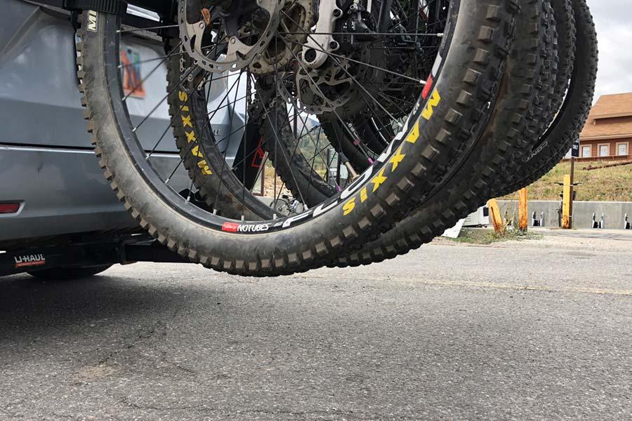 Yakima Hangover 6 bottom wheel clearance