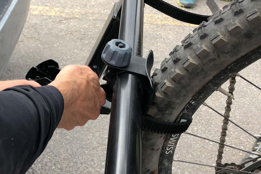 Fastening a bike's rear wheel to the Yakima Hangover 6