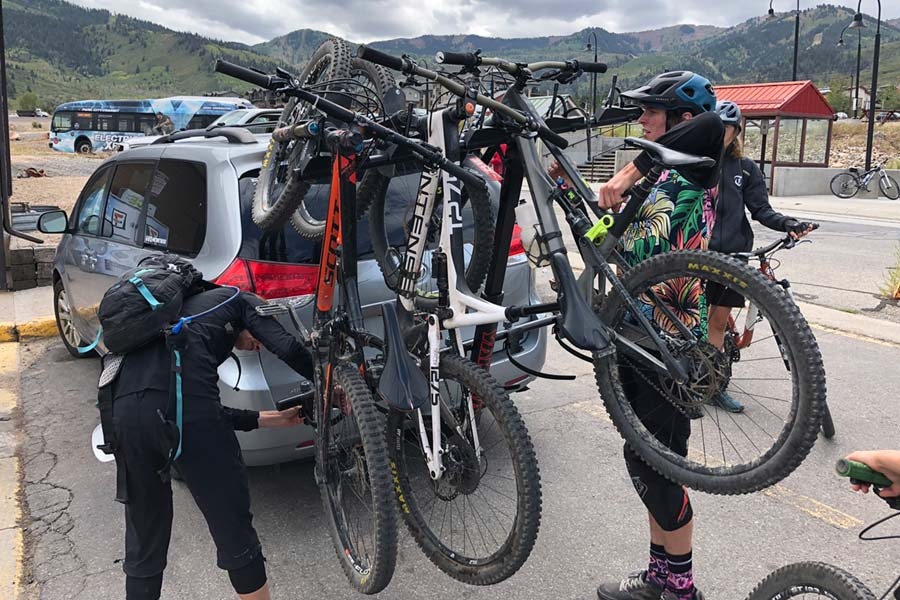 Loading mountain bikes on the Yakima Hangover 6