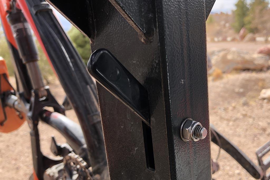 Velocirax - Lever for releasing the bike rack mast