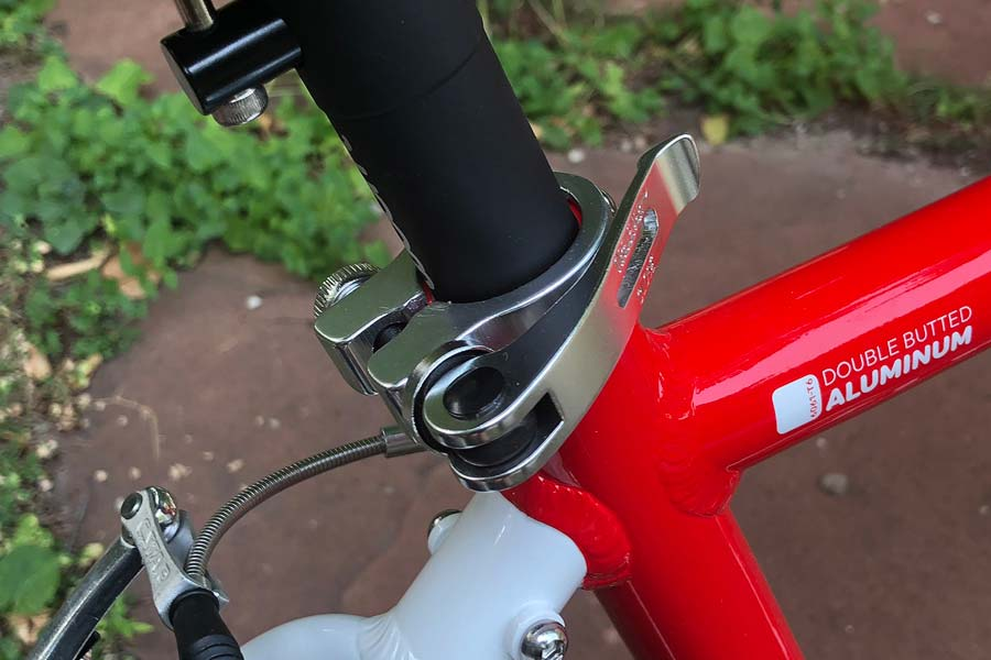 Quick-release seat collar on the Woom 5