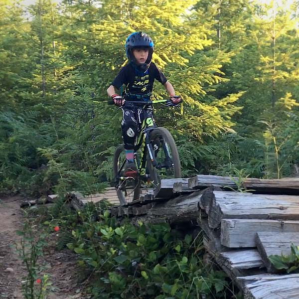 Holiday gifts for mountain bike kids age 6 to age 9