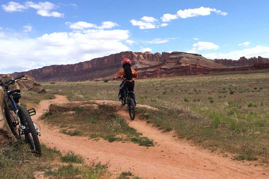 Lazy EZ Loop - beginner mountain bike trail in Moab, Utah