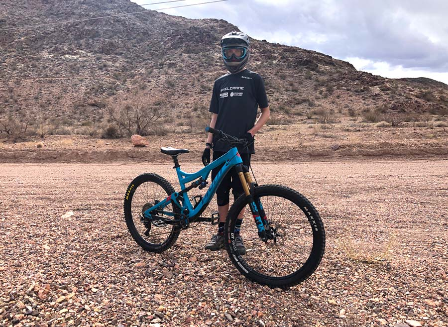 Pivot Mach 6 carbon and rider
