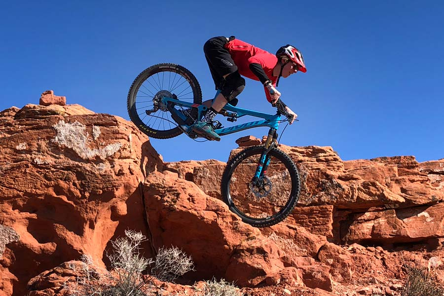The Pivot Mach 6 provides a balanced ride