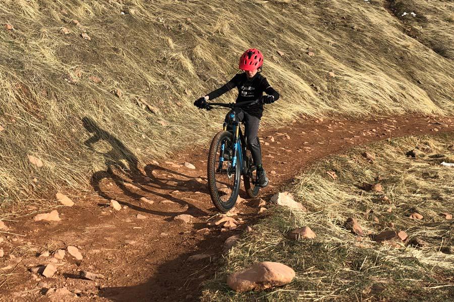 Kid riding XS Pivot LEX 27.5