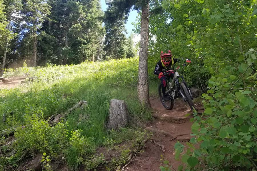 Taking a tight corner in Deer Valley, Utah
