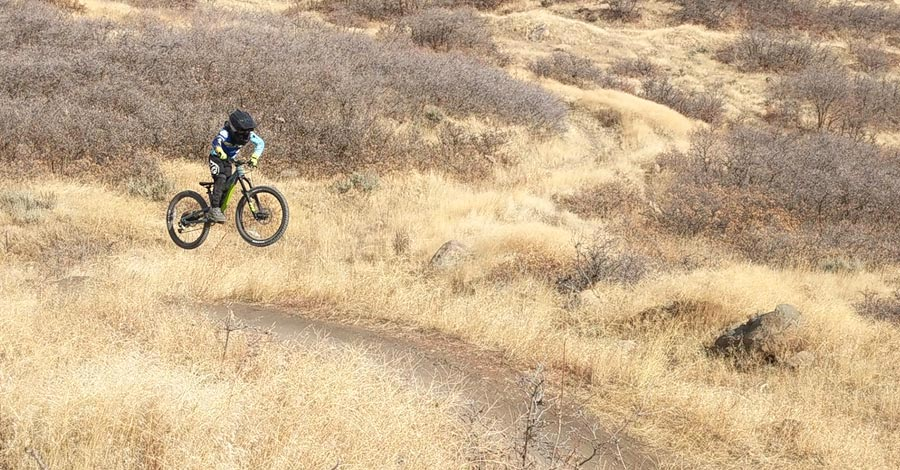 Flying across the landscape with the full-suspension 2020 Norco Fluid FS 1