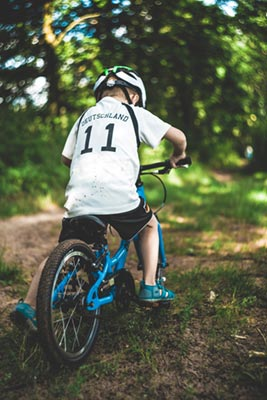 Child mountain biking in the Seattle area