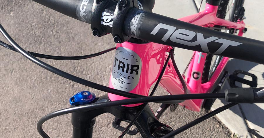 Head tube badge on the nifty TAIR Ripper