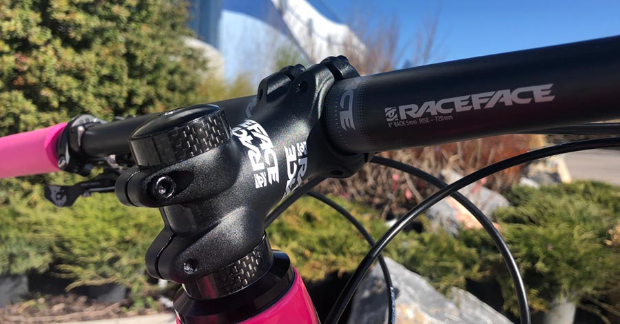 Race Face stem and carbon bars