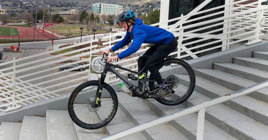 Oakley DRT5 MTB Helmet in action on campus